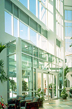 Bayfront Medical Plaza in St. Petersburg, Florida, an example of a two-sided atrium