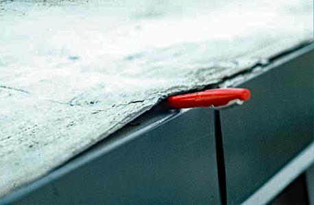 Lifting and peeling of the metal edge flashing