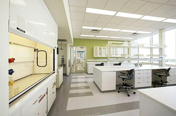 Laboratory with a white color scheme