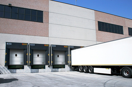 Loading dock with multiple bays