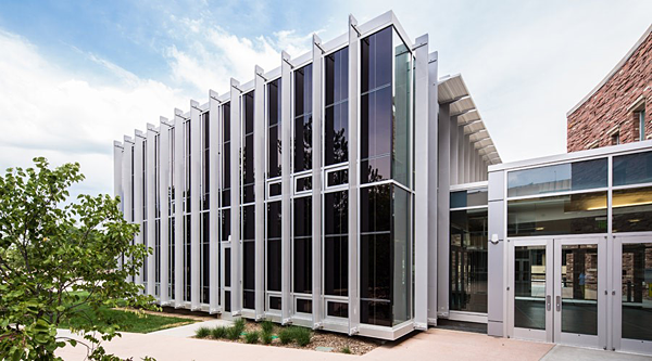 The all-glass cube expansion to the Morgan Library at Colorado State University presented a challenge for the school, which intended the space as a study center for students, and which was also seeking LEED® Silver or above. SageGlass in the western facade contributed to the success of both objectives.