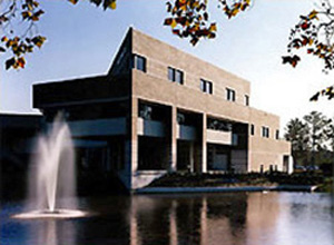 Exterior view of the College of Business Administration at the University of North Florida with water feature in the foreground